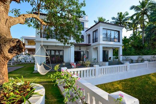 Buying or selling a luxury property